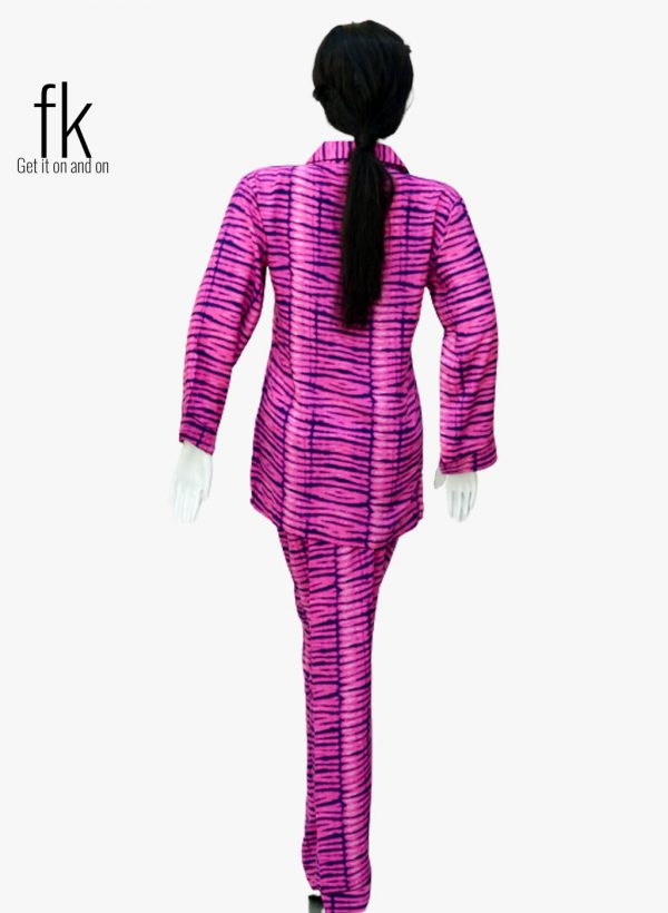 Lining Design in Pink Colour with Blue Lining